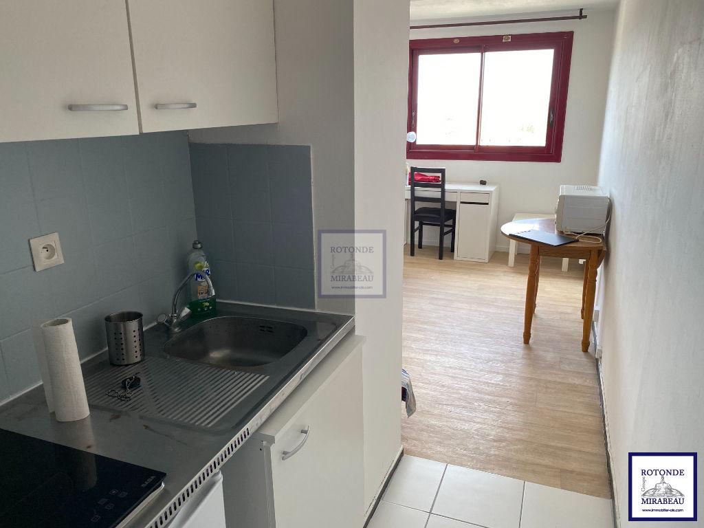 Location Appartement AIX EN PROVENCE séjour de 11.3 m²