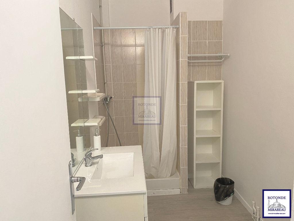 Location Appartement AIX EN PROVENCE séjour de 13.86 m²