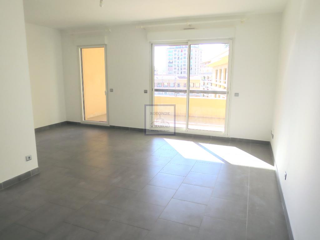Location Appartement AIX EN PROVENCE séjour de 21.3 m²