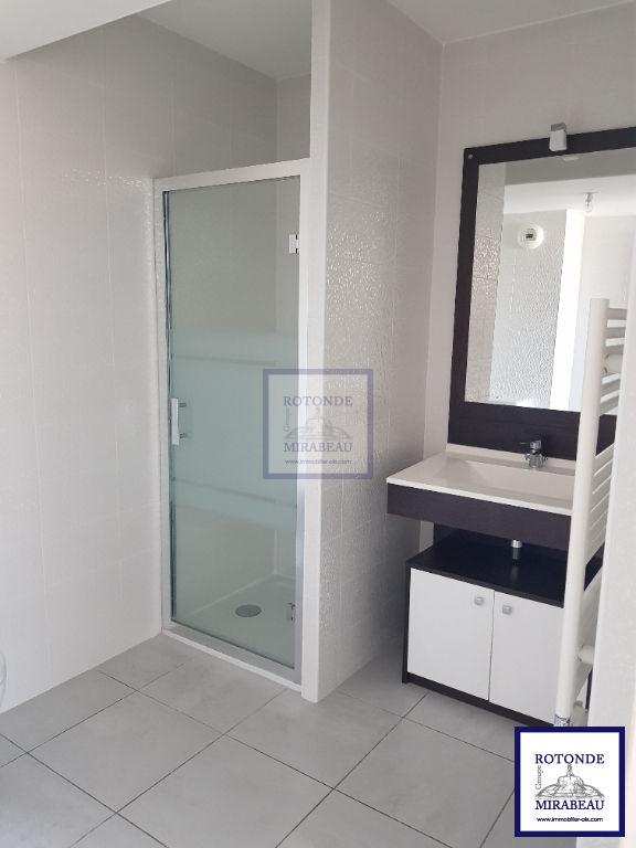 Location Appartement AIX EN PROVENCE séjour de 16.99 m²